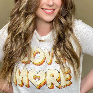 Love More Graphic T-shirt S-M-L